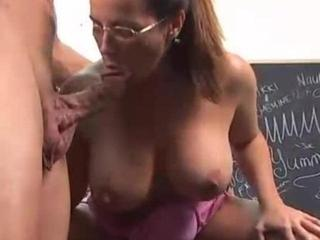 Aroused Brunette Mom Jams Rod In Mouth & Cunt